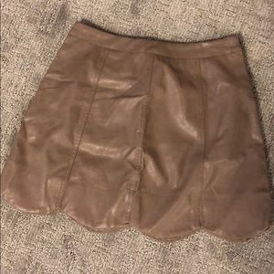 on the edge scalloped leather skirt//taupe//medium